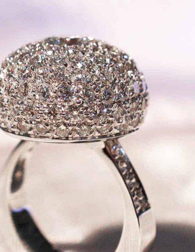 Anelli mezza sfera con pavé di diamanti